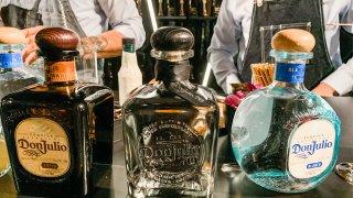 botellas de tequila mexicano