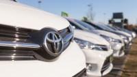 Toyota amplía llamado a revisión de 1.2 millones de autos por falla