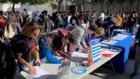 Jóvenes se registran para votar durante campaña Hazte Contar
