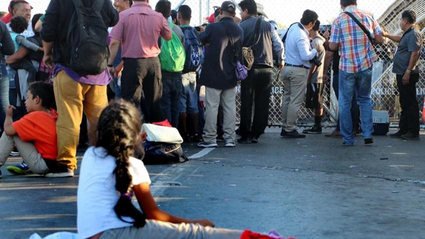 inmigrantes-esperan-ayuda-benficios