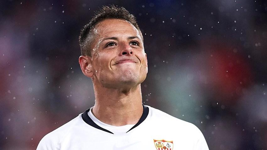 """Javier """"Chicharito"""" Hernández en un partido del Sevilla FC."""