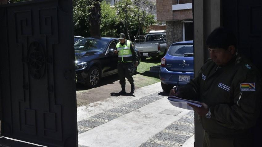 Agentes bolivianos vigilan embajada de México