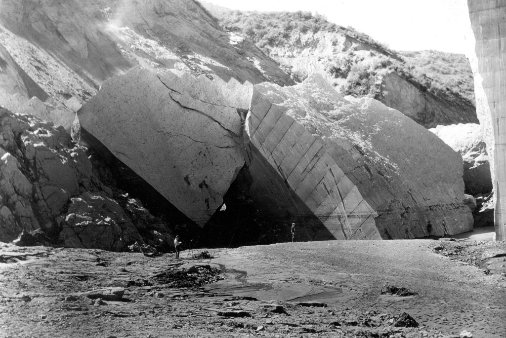 st-francis-dam-collapse-wall