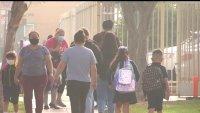 Escuelas de Santa Ana exigen pruebas de COVID-19 a estudiantes y empleados