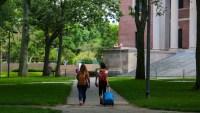 Organización brinda apoyo financiero a estudiantes latinos
