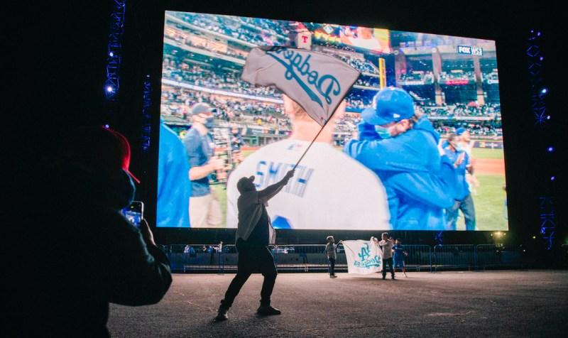 Fotos: Fanáticos de los Dodgers celebran una noche para recordar tras  32 años de espera
