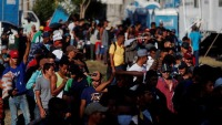 Caravana de migrantes hondureños llega a Guatemala y sigue rumbo a EEUU