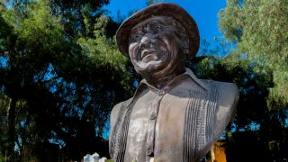 Busto de Armando Manzanero, compositor e intérprete mexicano