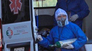 Paramédicos en una ambulancia