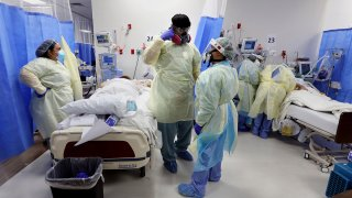 Nurses working with a COVID-19 patient