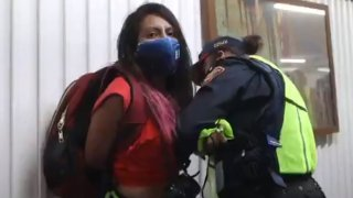 Policía de Ciudad de México arresta a una fotorreportera que cubría marchas del 8M
