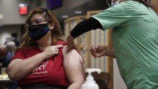 ¿Cuándo se vacunaría el resto de la población en Arizona? AZDHS revela fechas tentativas