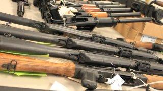 """""""Chocan"""" ciudad de Tucson y gobierno estatal por regulación en venta y uso de armas"""