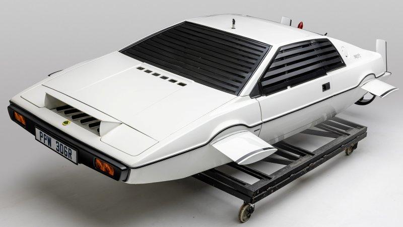Inauguran exhibición más grande de autos de James Bond en Los Ángeles