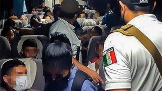 Personal de Migración detiene a un grupo de personas centroamericanas