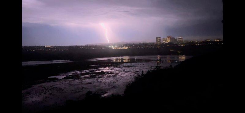 Fotos: Sistema de tormentas deja truenos y relámpagos en el sur de California