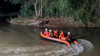 Tragedia en Indonesia: 11 estudiantes se ahogan mientras limpiaban un río