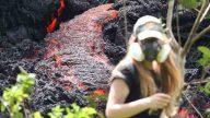 Alerta de erupción explosiva; lava ardiente brota del suelo en Hawái