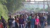 Inmigrantes centroamericanos reaccionaron a los violentos incidentes que se registraron el viernes en la frontera sur de México.