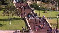 La junta directiva de la Universidad de California aprobó la disminución de colegiaturas para los estudiantes  por primera vez en 20 años.