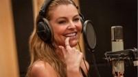 La actriz, una de las presentadoras de Premios Billboard de la Música Latina, muestra su faceta de cantante en esta canción de la autoría de...