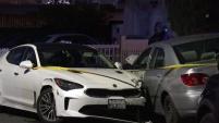 Una mujer embarazada se encuentra hospitalizada después de haber sido apuñalada durante un violento robo de auto.