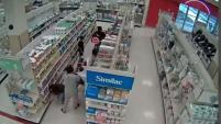 La policía de Ventura busca a dos mujeres que supuestamente utilizaron a unos niños para robar fórmula para bebés.