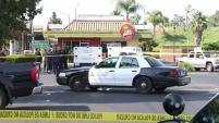 Una persecución terminó con un sospechoso gravemente lesionado en el estacionamiento de una plaza comercial en Santa Ana.