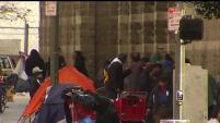 Las autoridades de Los Ángeles considerarán un plan para alojar a los indigentes en moteles de la ciudad.