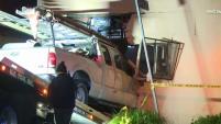 Un conductor ocasionó un verdadero caos en el Sur de Los Ángeles cuando se estrelló contra varios autos además de un complejo...