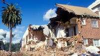 El terremoto de magnitud 6,6 que sacudió Northridge el 17 de enero de 1994, alrededor de las 4:30 a.m., causando caos en las primeras 24 horas después del...