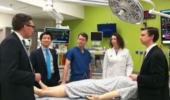 Realizan primer transplante total de pene y escroto a veterano