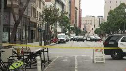 Buscan a hombre presuntamente armado en centro de  LA