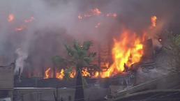 Incendio de maleza quema varias casas en San Bernardino