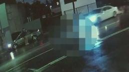 Revelan video de hombre que fue atropellado por tres autos