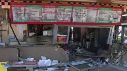 Vehiculo se estrella contra restaurante mexicano