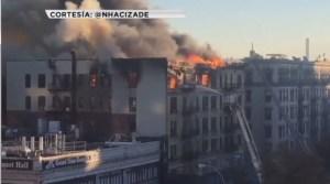 Voraz incendio destruye edificio de seis pisos en Nueva York