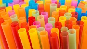 Prohíben popotes de plástico en restaurantes en California