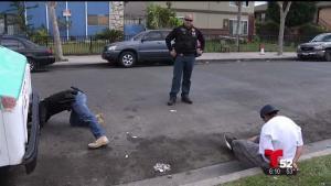 Agentes antipandillas detienen a sospechosos