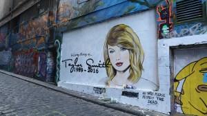 Aparece mural conmemorando muerte de Taylor Swift