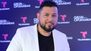 Roberto Tapia dedica narcocorrido a Beltrán Leyva
