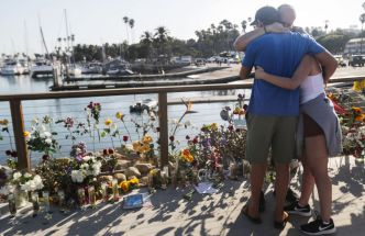 Familiares y amigos lloran a víctimas de incendio
