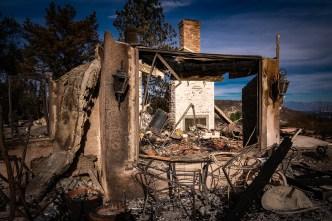 Inquietud por lluvia tóxica y ceniza del Incendio Woolsey