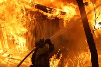 """Gobierno señala a """"los ambientalistas radicales"""" por incendios"""