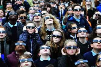 Averigua cómo conseguir tus gafas para ver el eclipse