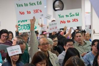 California busca cambiar enseñanza de educación sexual