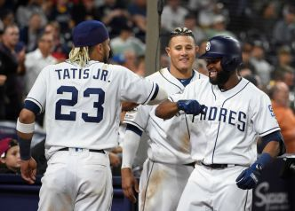 Padres remontan en el 6to, superan al novato May y a Dodgers