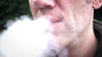 Inquietud por anuncios de cigarrillos electrónicos Juul