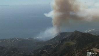 Controlan incendio en colinas de Malibú