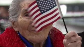 Anciana logra su sueño de convertirse en ciudadana